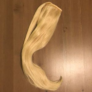 NWT. Ulyana Aster Blond Ponytail Clip Extension